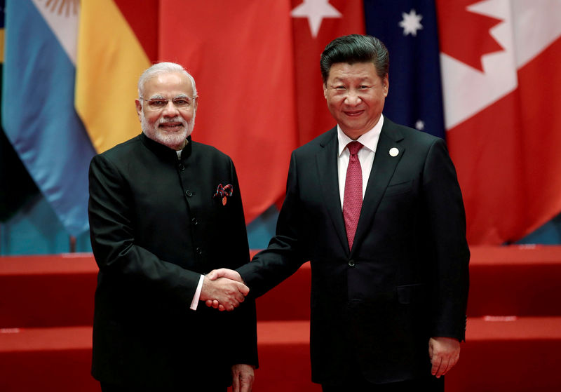 © Reuters. FILE PHOTO: Chinese President Xi Jinping shakes hands with Indian PM Modi during the G20 Summit in Hangzhou