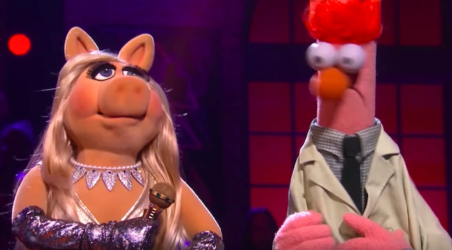 Kermit The Frog Gets Roasted By Miss Piggy In A Rap Battle When The