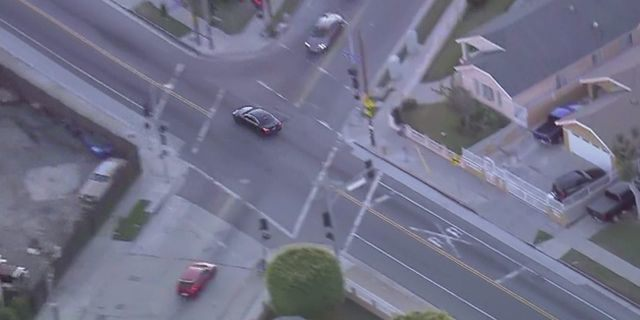 Los Angeles police chase through residential area ends with