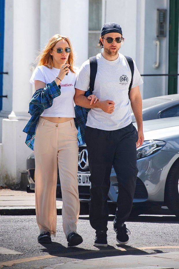 Robert Pattinson Makes Out With Suki Waterhouse In 1st ...